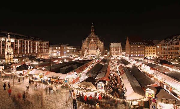 Nürnberger Christkindlmarkt Noel Pazarı