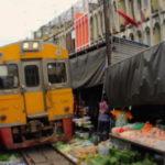 Tayland Tren Yolu Pazarı