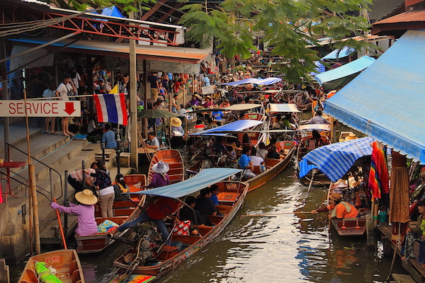 Tayland Yüzen Pazar
