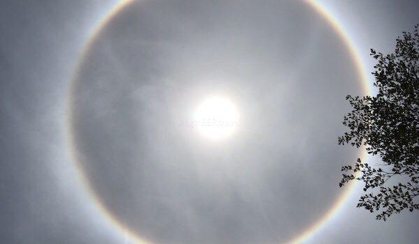 Güneş Tutulması, UFO, Gökkuşağı, Cirrostratus?