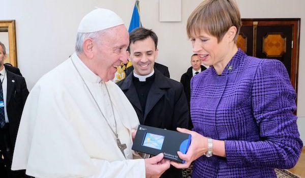 Papa, Estonya'dan elektronik ikamet aldı